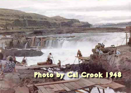Photo of Celilo Falls on the Oregon side of the Columbia River, 1948